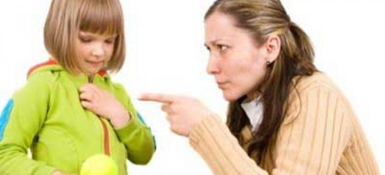 اگر فرزندی به حرف پدر مادر خود گوش نکرد چه باید بکنند؟