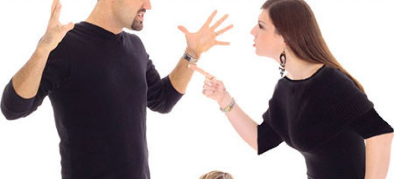 خیانت، چشم چرانی و بداخلاقی و دعواهای شوهرم فرزندم را ناهنجار کرده است